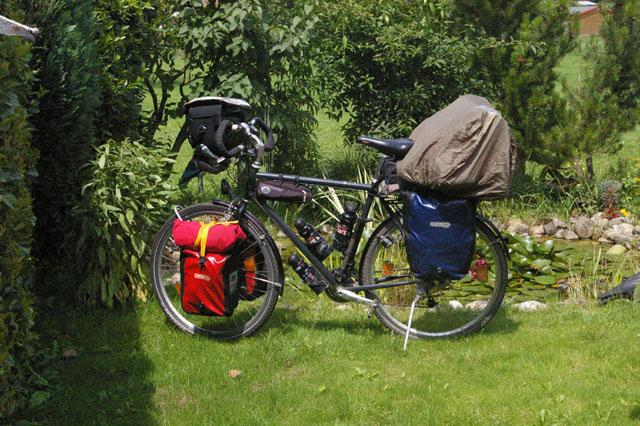 mein bepacktes Fahrrad vor der fahrt nach Island