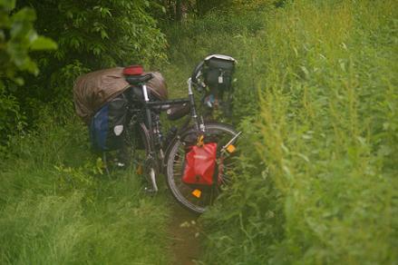 enge zugewachsene Radwege