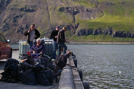 wir warten auf das Boot nach Látravík