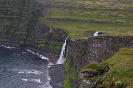 Wasserfall an den Klippen