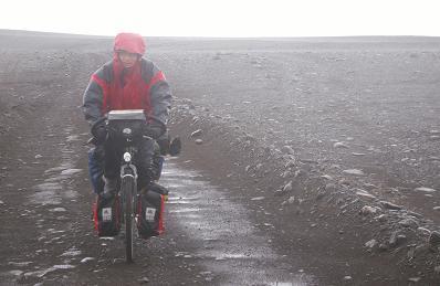 Jörg auf dem Weg nach Laugafell im Regen