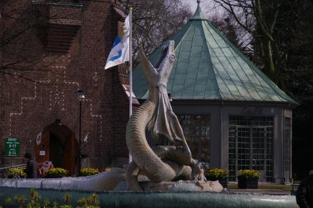 Skulptur vor dem Wasserturm