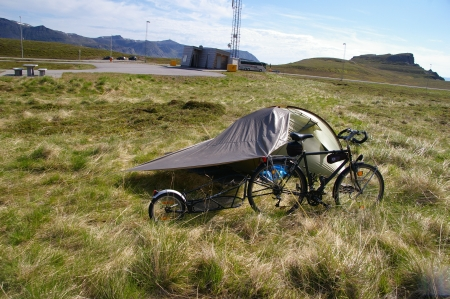 Camping auf dem Parkplatz am Nordkap Tunnel