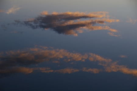 Wolken im Inarijärvi