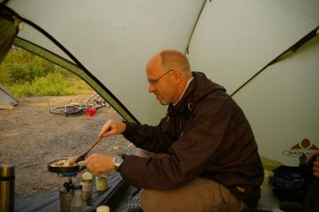 Regengeschütztes kochen