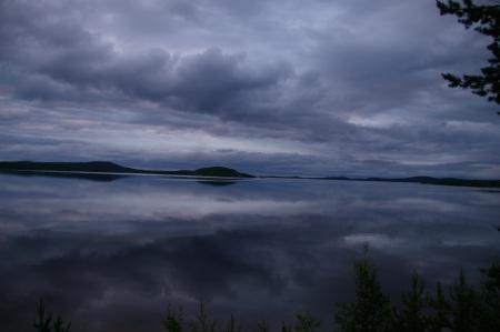 Inarisee, still und ruhig am frühen Morgen