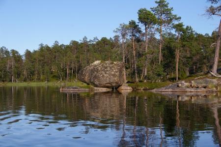 Insel und Felsen auf dem Inarisee
