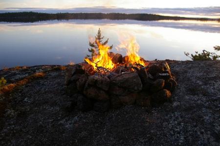 Lagerfeuer auf dem Inarisee