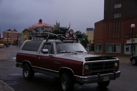 Jeep mit Elchgeweih in Kiruna