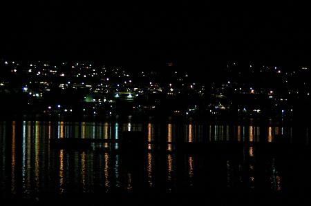 Klare Sicht am Abend auf die Lichter von Tingvoll