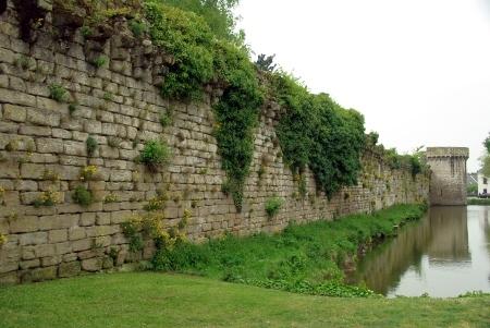 Guérande, Stadtmauer mit 'Wassergraben